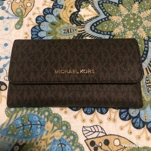 Michael Kors Jet Set Travel Tri-fold wallet
